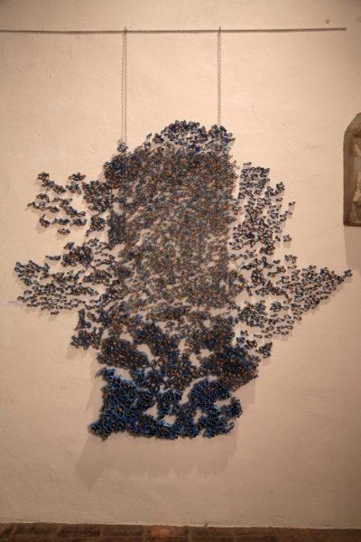 Composition de petits poissons en papier de Pauline Wateau