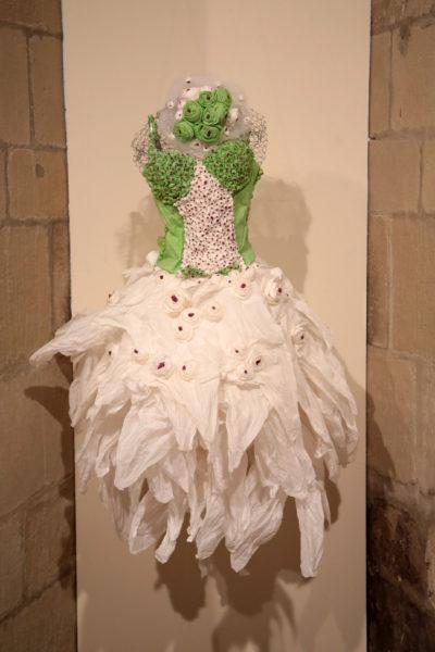Robe de mariage en papier de Pauline Wateau portée par sa belle fille lors de son mariage