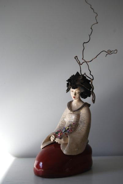 Sculpture Pauline Wateau Fille du Soleil Levant Assise